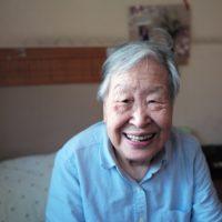 笑顔の老女